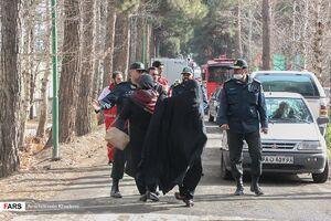 عکس/ حضور خانواده قربانیان حادثه سقوط هواپیما
