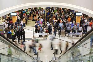 فیلم/ صف طولانی مردم آمریکا در فرودگاه!