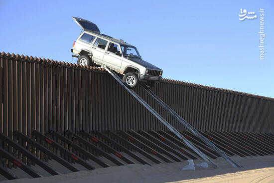 عکس/ فرار عجیب از دیوار مرزی ترامپ!