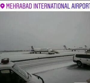 عکس/ بارش تگرگ در فرودگاه مهرآباد