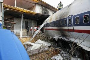 بوئینگ 707 باری در حوالی کرج در انتهای باند وارد منطقه مسکونی شد. در این حادثه همه سرنشینان به جز مهندس پرواز جان سپردند.