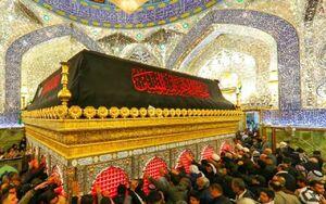 عکس/ نمایی از ضریح امیرالمومنین در شب شهادت حضرت زهرا(س)