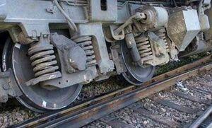 فیلم/ لحظه خارج شدن قطار باری از ریل!