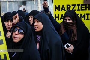 عکس/ تجمع دانشجویان مقابل سفارت سوئیس در تهران