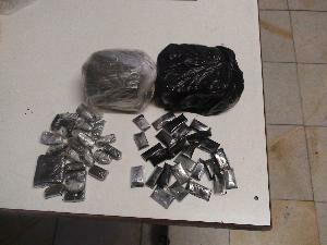 دستگیری خرده فروشی که ۱۴ کیلوگرم شیشه همراهش بود