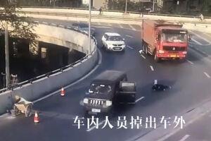 فیلم/ اتفاقی وحشتناک برای مادر و فرزند چینی!