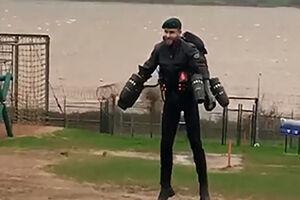 فیلم/ آموزش نظامی با لباس مرد آهنی!