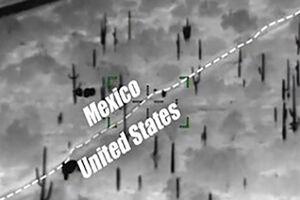 فیلم/ عبور پناهجویان از حصار مرزی آمریکا