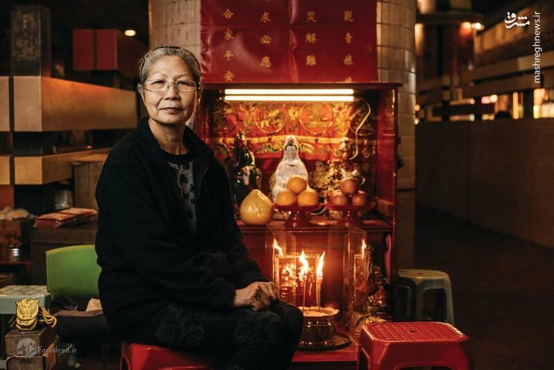 جادوگری یکی دیگر از مشاغل سنتی خیابانی در هنگ کنگ است. یک نوع خاص از این جادوگری «سوزاندن بدخواه» نام دارد. سوزانندگان بدخواه، جادوگران دوره گرد و خیابانی هستند که مجسمههای کاغذی دشمنان مشتریانشان را میسوزانند تا شر و بلایی که ممکن است از دشمنان به مشتریانشان برسد را دفع کنند.
