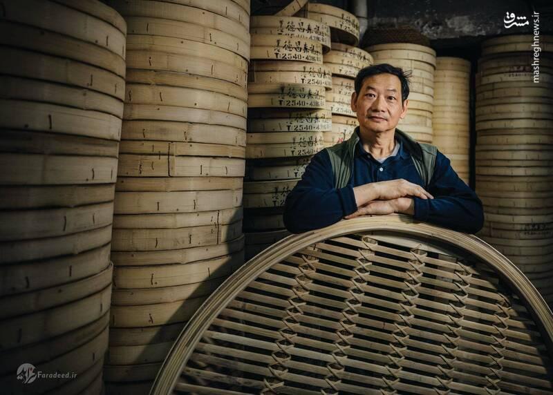 تاک چونگ سام کی، نام آخرین کارخانه تولید بخارپز بامبو است که در هنگ کنگ فعالیت دارد. این کارخانه توسط ریموند لم و خانواده اش اداره میشود. ریموند لم وقتی خیلی کم سن بود کار ساخت بخارپزهای بامبو را شروع کرد و هنوز هم با وسواس خاصی چوبهای بامبو را قالب میزند تا از آنها بخارپزهای دایرهای درست کند.