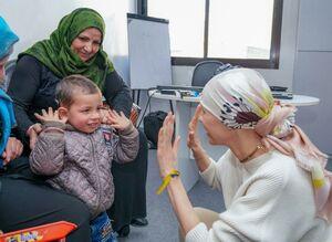 عکس/ دیدار «اسما اسد» با کودکان گوش حلزونی