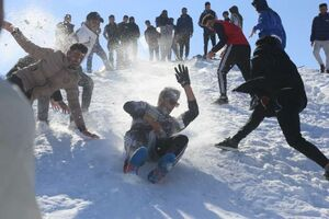 عکس/ خوشحالی مردم سلیمانیه از بارش برف