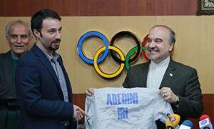 ماجرای شوخی جنجالی وزیر ورزش با لباس یک ورزشکار