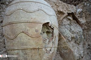 عکس/ کشف خُمرههای عتیقه در شهرری