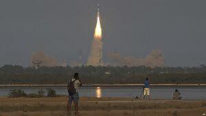 هند یک ماهواره نظامی به هوا پرتاب کرد