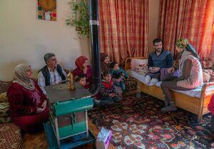 """عکس/ دیدار """"اسماء اسد"""" با یک جانباز سوری"""
