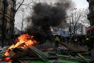عکس/ پایتخت فرانسه غرق در آتش و خون