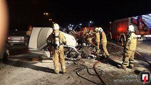 عکس/ خودروی واژگون، طعمه آتش شد