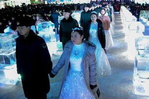عکس/ مراسم عروسی در یخبندان