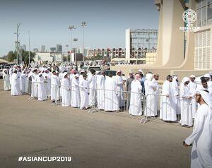 عکس/ صف اماراتیها برای خرید بلیت بازی قطر