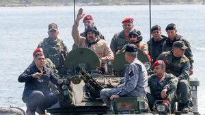 عکس/ بازدید «مادورو» از پایگاههای ارتش