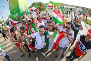 عکس/ تیپ جالب هوادار ایرانی در ورزشگاه