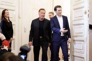 عکس/ بازگشت آرنولد به زادگاهش
