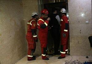 گرفتار شدن ۹ نفر داخل آسانسور+ تصاویر