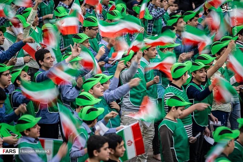 2443736 - بزرگداشت چهلمین سالگرد ورود تاریخی امام خمینی (ره)