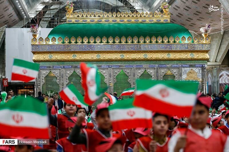 2443739 - بزرگداشت چهلمین سالگرد ورود تاریخی امام خمینی (ره)