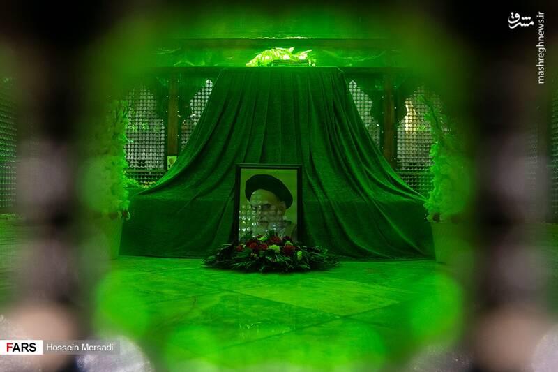 2443740 - بزرگداشت چهلمین سالگرد ورود تاریخی امام خمینی (ره)