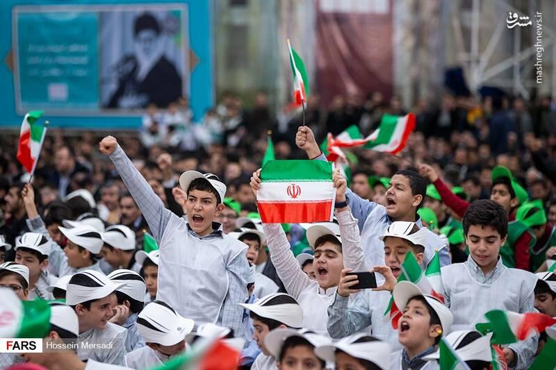 2443747 - بزرگداشت چهلمین سالگرد ورود تاریخی امام خمینی (ره)