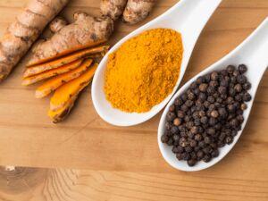 گیاه دارویی نمایه زردچوبه و فلفل سیاه