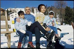 مرگ 4000 ایرانی و خوشگذرانی شاه و فرح در سوئیس! +عکس