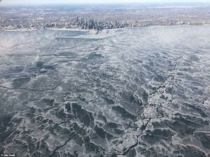 عکس/ یخبستن دریاچه در سرمای منفی ۵۰ درجه!