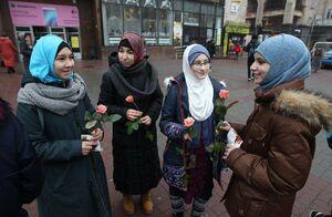 حجاب، پرچم زنان آزاده دنیا +عکس