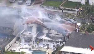 عکس/ سقوط هواپیما بر روی یک خانه در کالیفرنیا