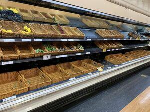 عکس/ هجوم مردم سیل زده به فروشگاهها