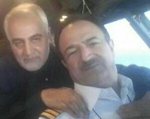 تصویر سردار سلیمانی در کنار خلبان شهید قجاوند