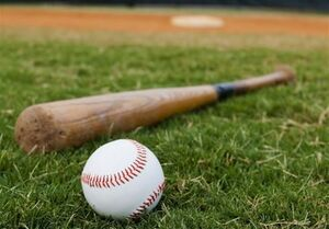 توپ بیسبال جان پیرزن تماشاچی را گرفت
