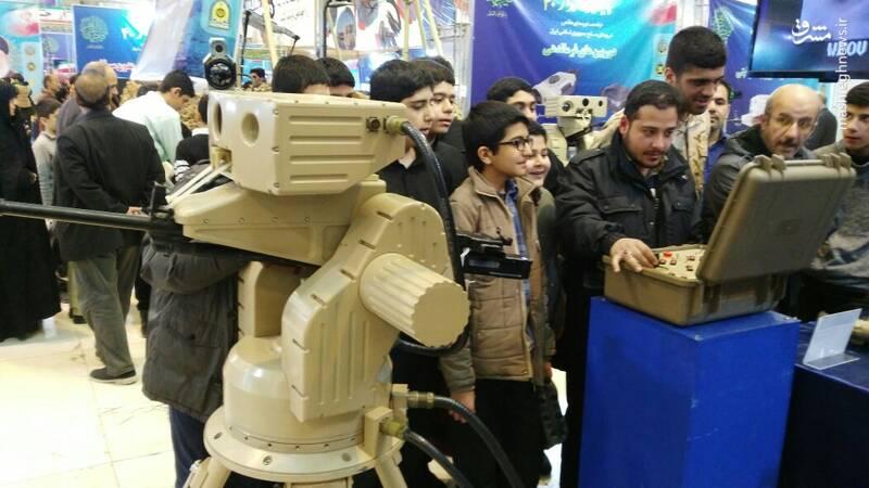 بازدید دانش آموزان از نمایشگاه دستاوردهای دفاعی