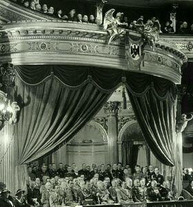 عکس/ هیتلر در سالن اُپرا