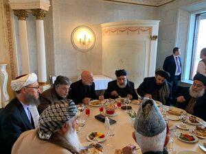 عکس/ ناهار کاری سیاسیون افغانستان با سران طالبان