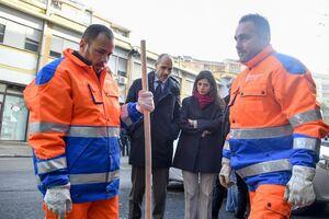 عکس/ خانم شهردار کار دست زندانیان داد!
