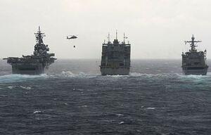 ناوچه موشک انداز و کشتی سوخترسان