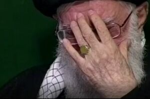 فیلم/ مداحی حاج منصور درباره چهل سالگی انقلاب در بیت رهبری