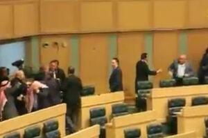 فیلم/ کتک کاری در جلسه پارلمان اردن!