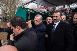 عکس/ اردوغان زیر تابوت جانباختگان ریزش ساختمان