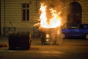 عکس/ ضربوشتم معترضان ضددولتی توسط پلیس ایتالیا