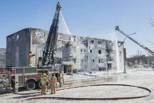 عکس/ آتش سوزی مهیب یک منزل مسکونی در کانادا